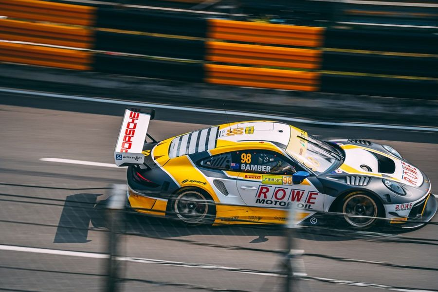 Bamber and Porsche double up in Macau GT World Cup practice