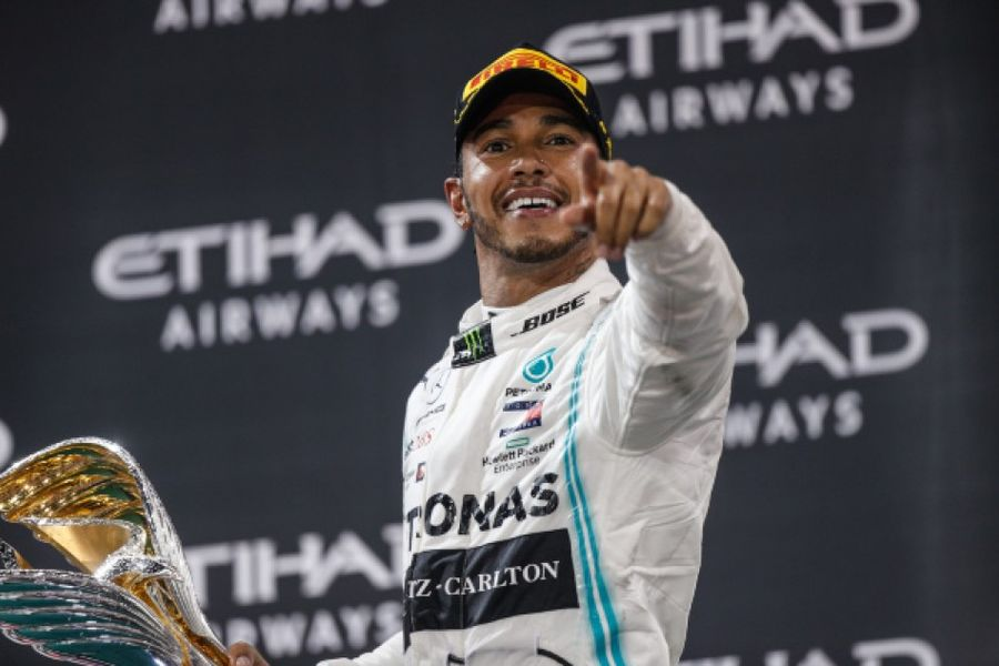 Lewis Hamilton takes lights to flag victory in Abu Dhabi