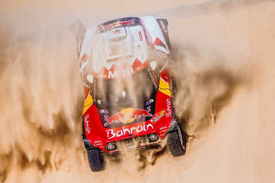Dakar Rally battle heats up with Sainz in control after Stage 10