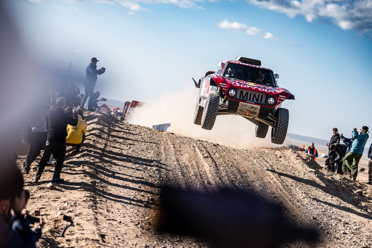 Carlos Sainz wins the Dakar for the third time