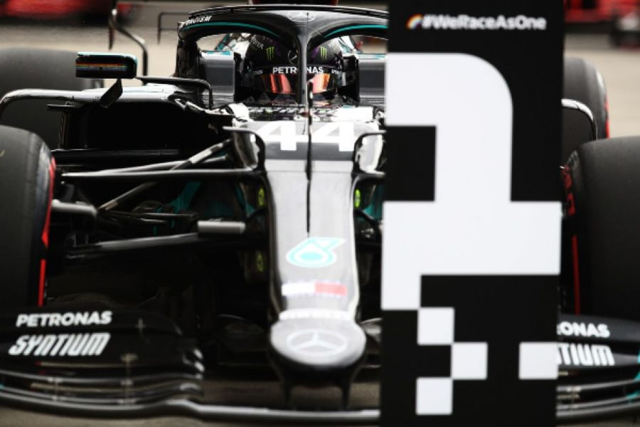 Hamilton takes Hungarian GP pole