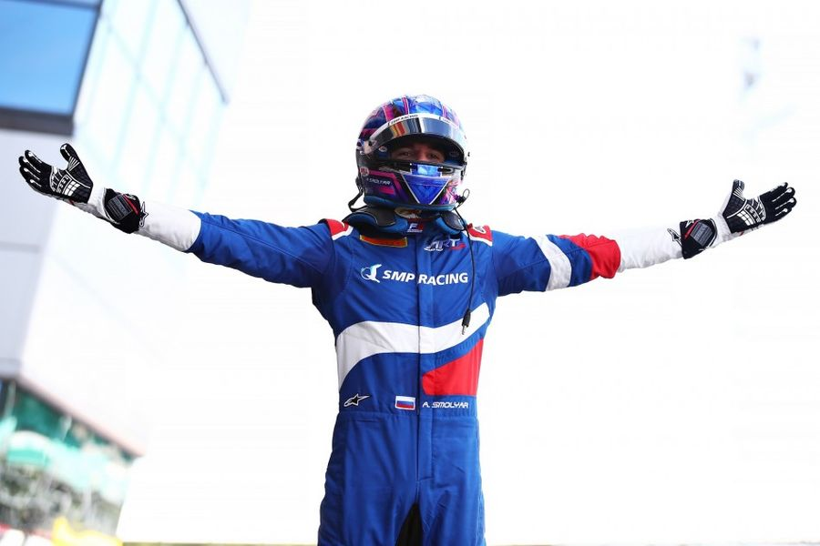 Alex Smolyar dominates to win lights-to-flag Silverstone F3 Race 2