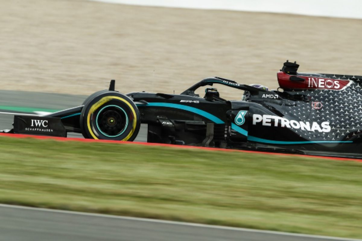 Hamilton leads Bottas in Silverstone second practice