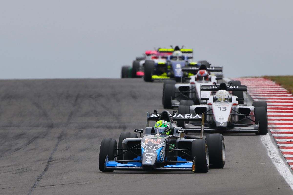 Maiden British F3 victory for Louis Foster at Donington