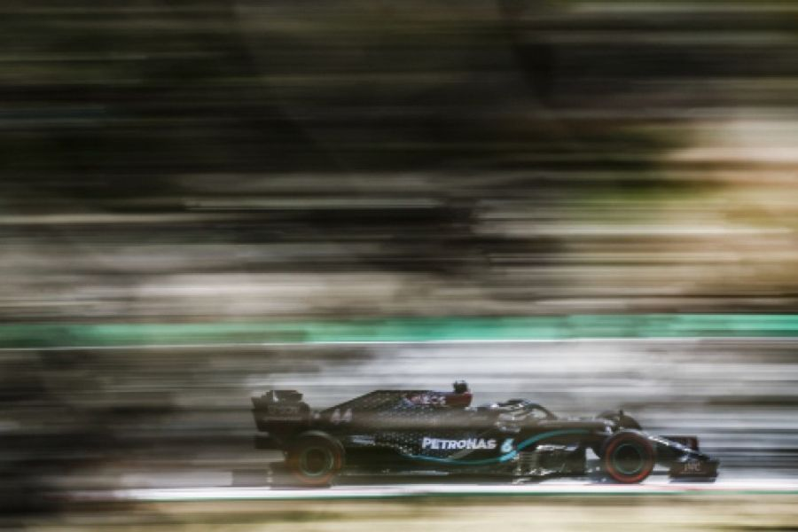 Hamilton takes dominant lights to flag Spanish GP victory