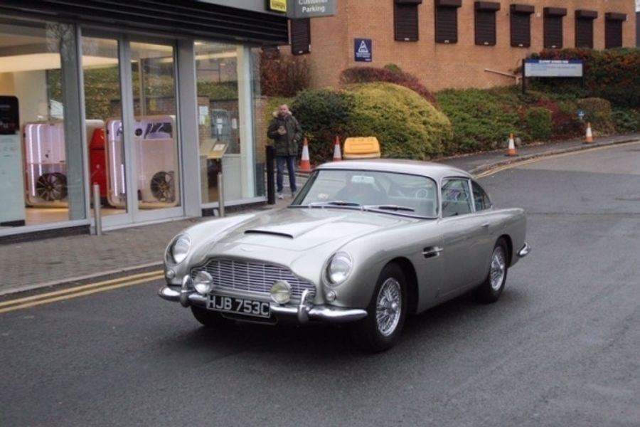 Iconic Aston Martin DB5 stolen in broad daylight, appeal