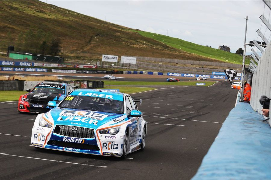 Sutton and Butcher take Knockhill BTCC victories