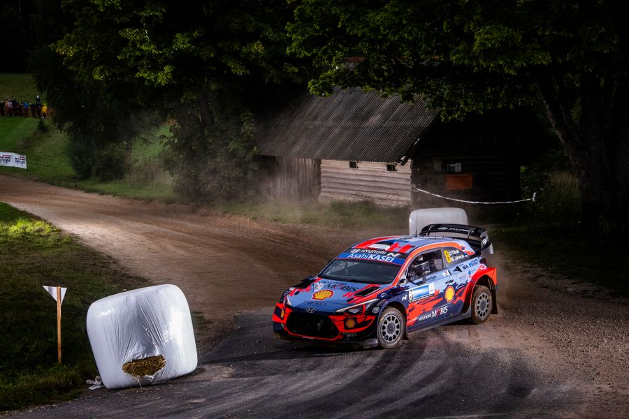 Tänak flies to Rally Estonia win despite late fright