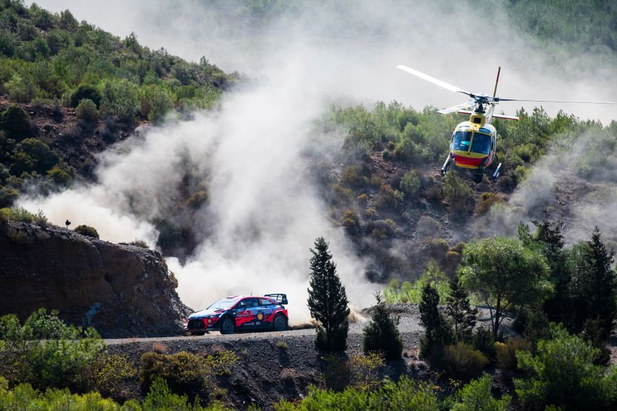 Neuville leads after dramatic Saturday on Rally Turkey