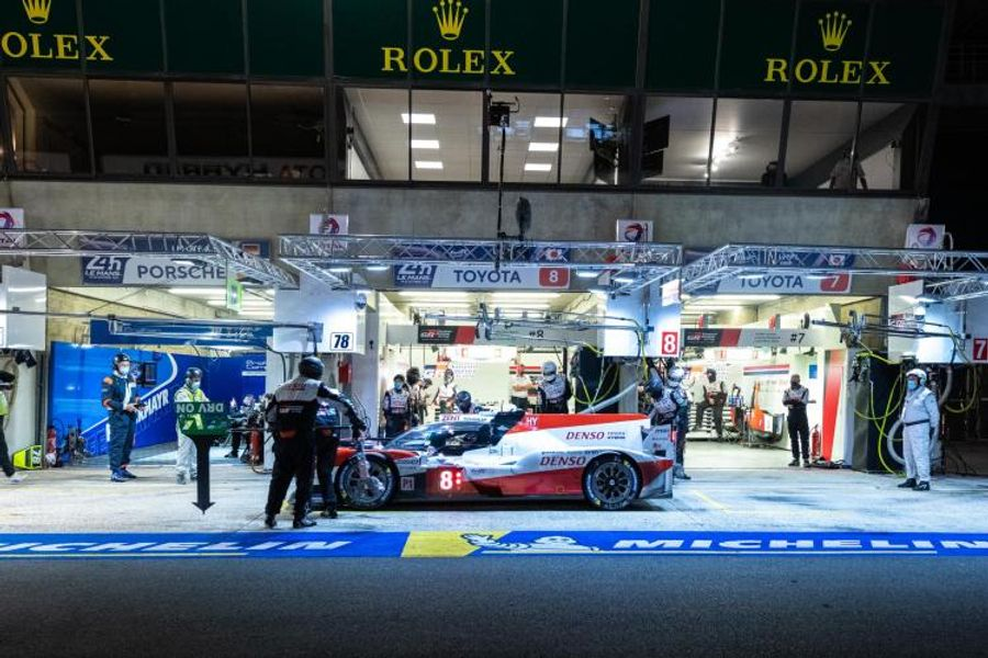 Le Mans 24hr: Turbo change for leading No7 Toyota TS050 Hybrid