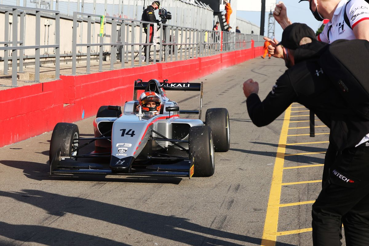Maini extends British F3 championship lead with Donington victory