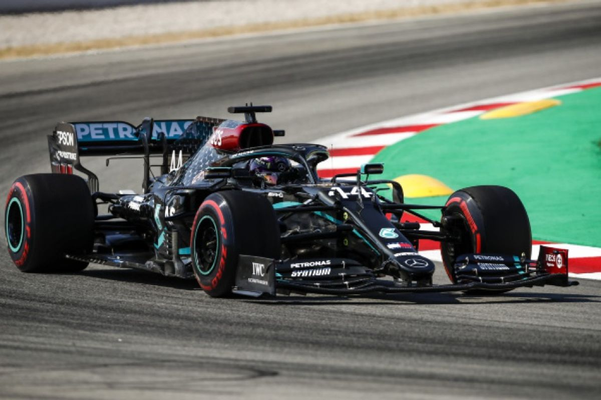 Lewis Hamilton quickest in Bahrain Friday practice