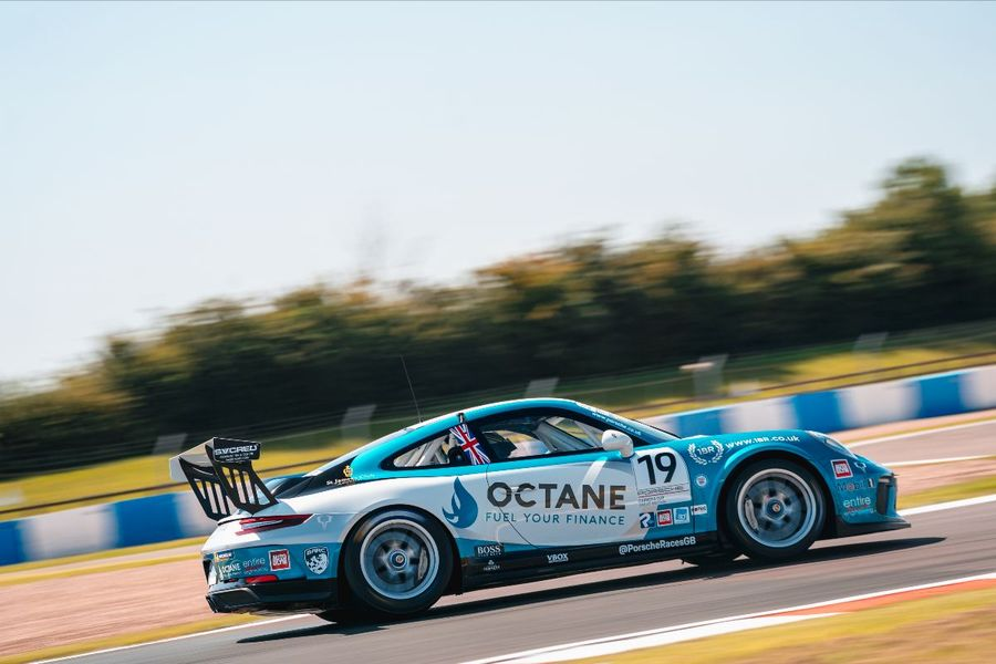 Harry King set to defend Porsche Carrera Cup GB title