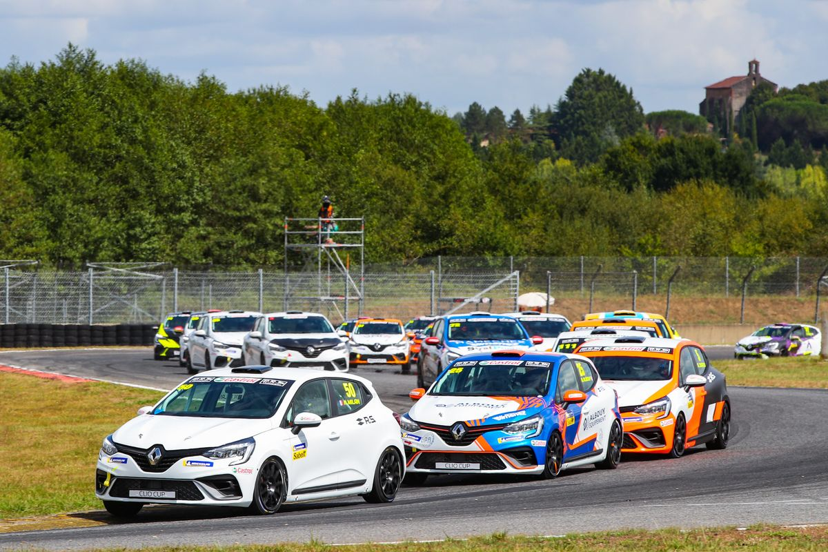 Clio Cup 30th anniversary kicks off at Nogaro