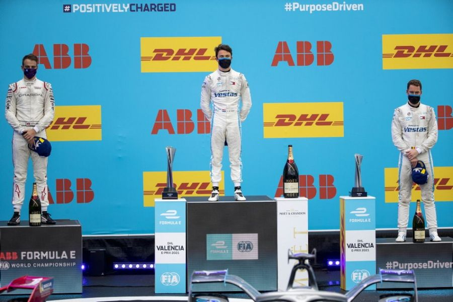 Mercedes-EQ's Nyck de Vries wins wet Formula E opener in Valencia